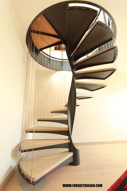 Escalier hélicoïdal flower power