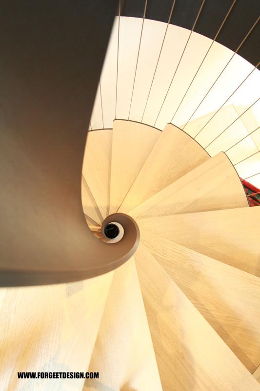escalier tournant marche